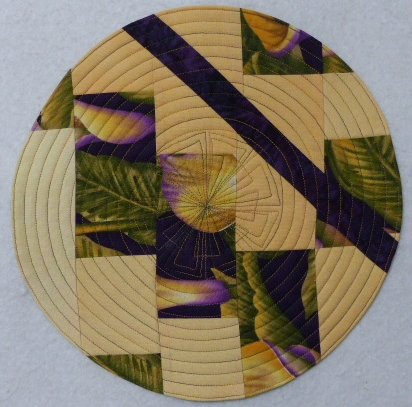 Lily Placemat, Leah Day Layered Flower, circle quilting